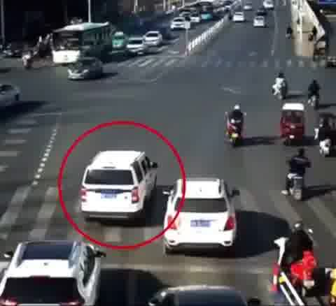 Toddler Falls Out of Moving Car and Starts Running Amid Busy Road