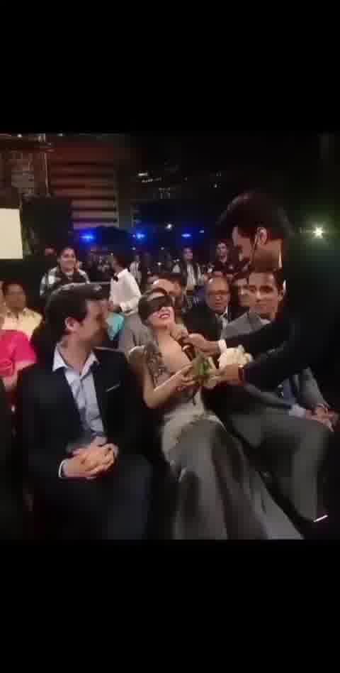 sunny Leone funny moments snapped 😂😂     #Viral #Status #Funny #Glamour #Life #Dance #sunnyleone #Bollywood #hotsunny  #entertainingtopic  @javed_03